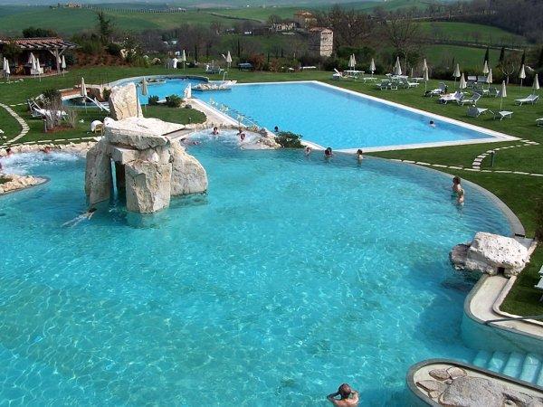 Piscina albergo adler terme bagno vignoni toscana pool market righi