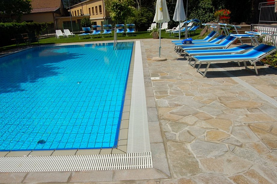 Piscina albergo stampfer bronzolo bz pool market righi - Piscina coperta laives bz ...